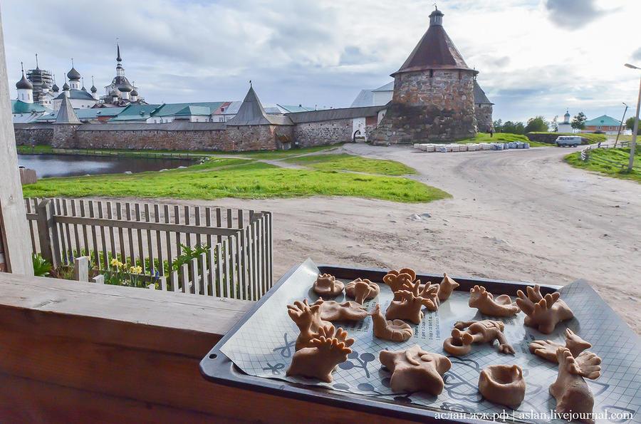 28. Прямо напротив Овощного дома стоит знаменитый Соловецкий монастырь. Его вы могли видеть на 500-р