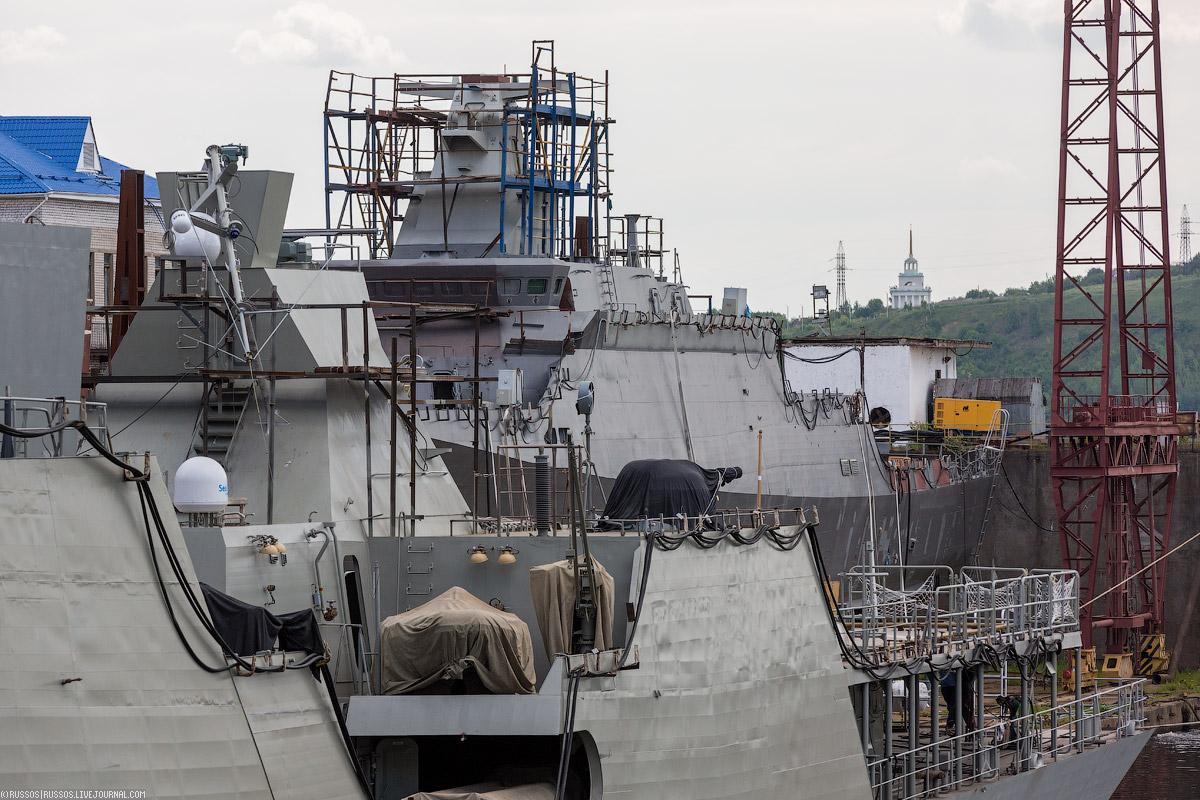 За «Гепардом» стоит малый ракетный корабль проекта 21631 «Буян-М».