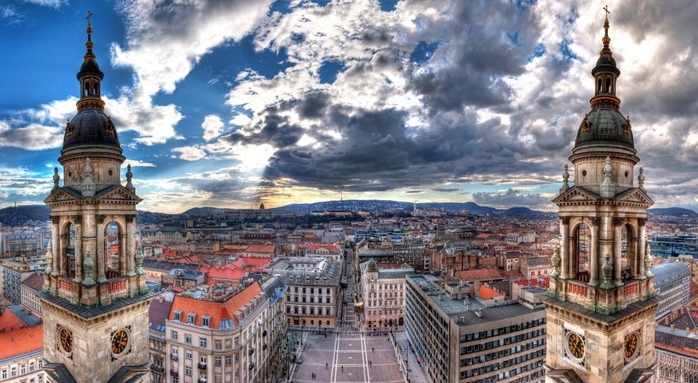 Будапешт соединил всебе красоту западного Берлина, очарование Парижа иЛондона. Историческая часть