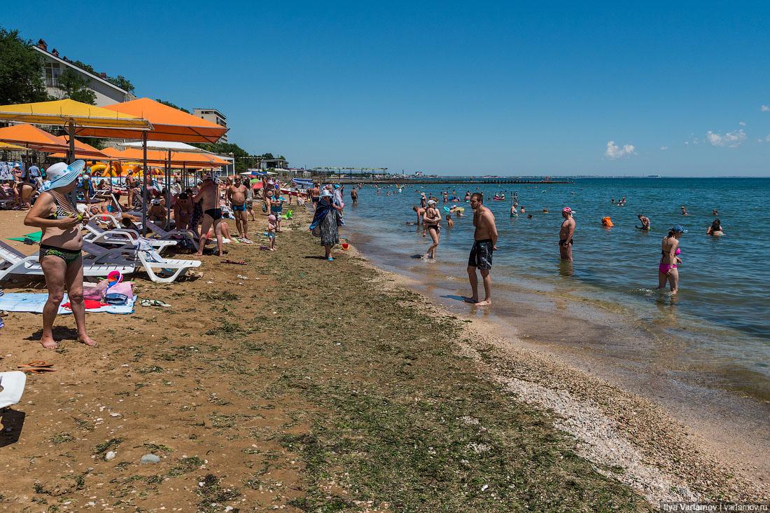 28. Народ есть, но немного. Пляж, как мне кажется, заполнен процентов на 30.