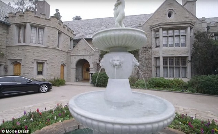 Богато жить не запретишь: как выглядит особняк владельца Playboy стоимостью 200 млн долларов (18 фото)