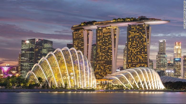1. Удивительные здания. Именно в этом городе расположены 2 самых дорогих здания в мире. Это концертн