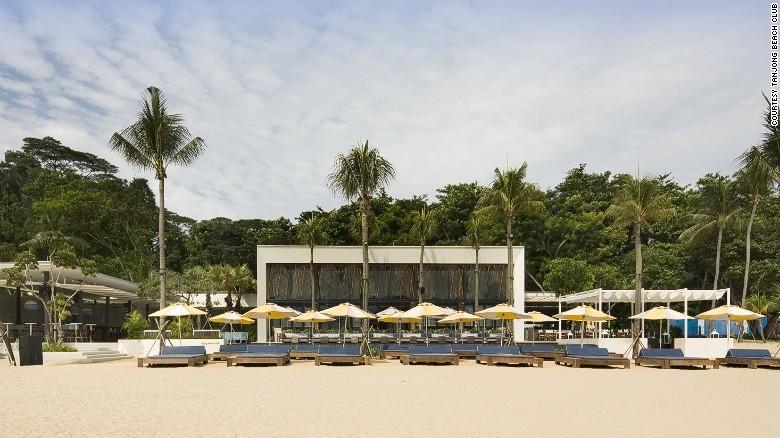 10. Удивительные пляжные бары. В Сингапуре расположен один из самых красивых пляжных баров в мире Та