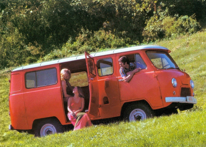 14. УАЗ-450 «Буханка» Цельнометаллический фургон под названием УАЗ-450 «Буханка», изготавливаемый на