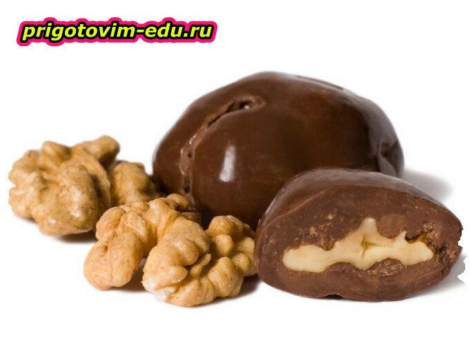 Орехи в горьком шоколаде