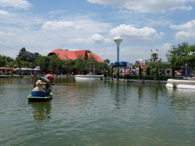 Тайский Диснейленд - Пруд
