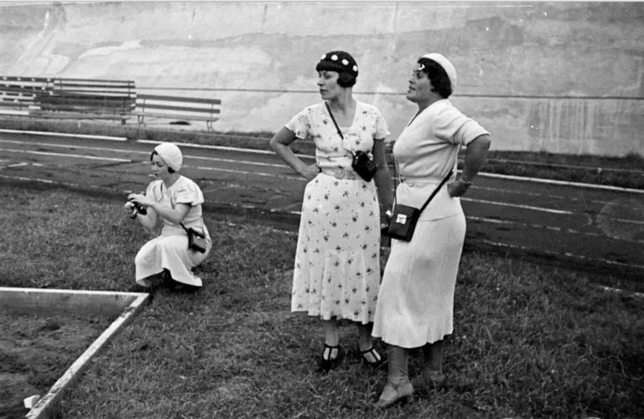 1934. Три репортёрши. Евгения Лемберг, Краснявская и Елизавета Игнатович