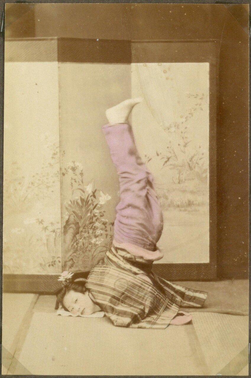 Гейша. Своего рода игра или танец называется сятихоко дачи