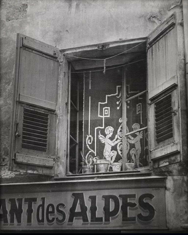 1947. Окно
