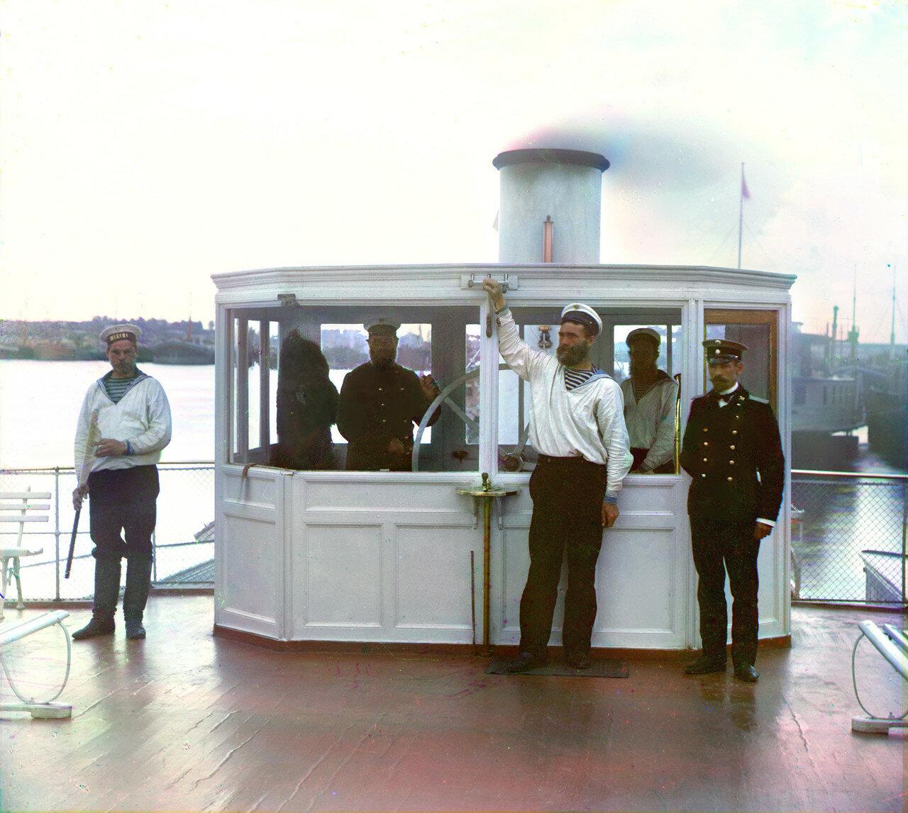 На рубке парохода «Шексна» М. П. С.