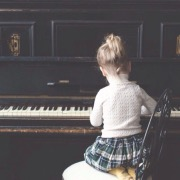 девочка у пианино