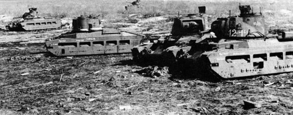 """Танки Mk.II """"Матильда"""" из состава 38-й тбр, подбитые при попытке прорыва из окружения. Юго-Западный фронт, май 1942 года."""