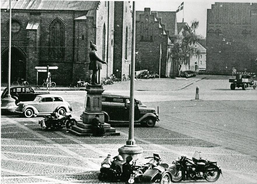 Участников движения сопротивления в борьбе с немецкими солдатами. Флакхавен в Оденсе. 5 мая 1945.  На Flickr - Обмен Фотографиями! – Yandex.jpg