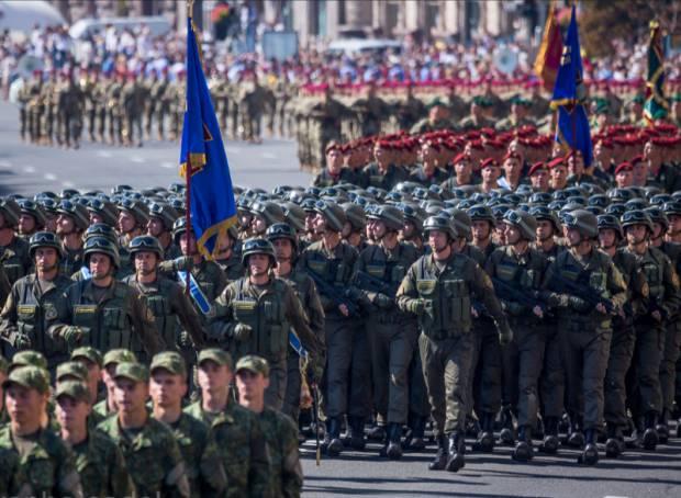 """Дань уважения тем, кто нас защищает: """"Это нужно и военным, и тем, кто подносит патроны в тылу"""" - блогер о парад в Киеве ко Дню независимости Украины"""