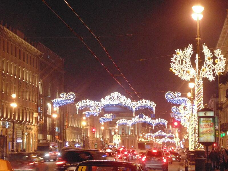 Дом Мертенса (слева, с высокими окнами) известенмногим петербуржцам / ленинградцам и гостям нашего города как выдающийся памятник архитектуры стиля модерн.