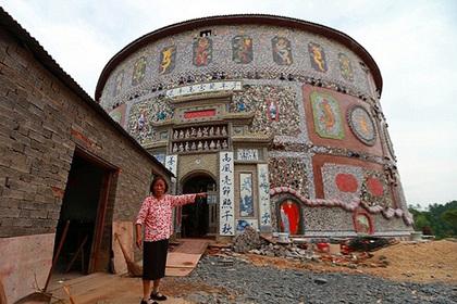Пенсионерка из Китая выстроила фарфоровый дворец