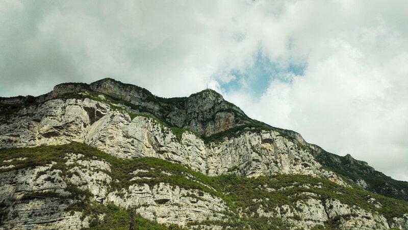 Антенна на вершине горы