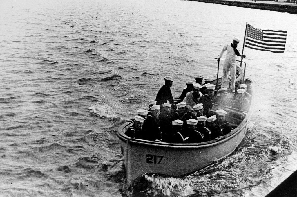 USS Whipple (DD-217). Motor whaleboat at Vladivostok, USSR, 28 July 1937.