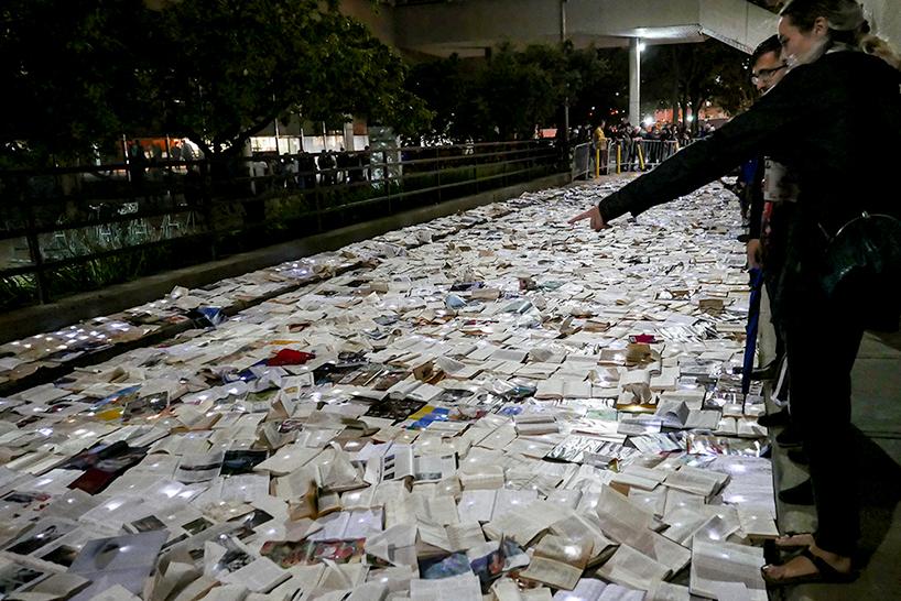 В Торонто разлилась река из книг