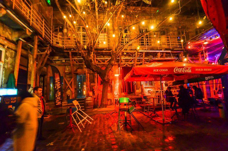 76. Еще один бар, похожий на «Симплу». Здесь было скучно, потому не стали задерживаться.