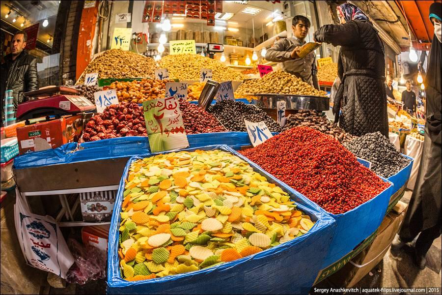 28. На рынке продается очень много трав, которые применяют в кулинарии и для чаев