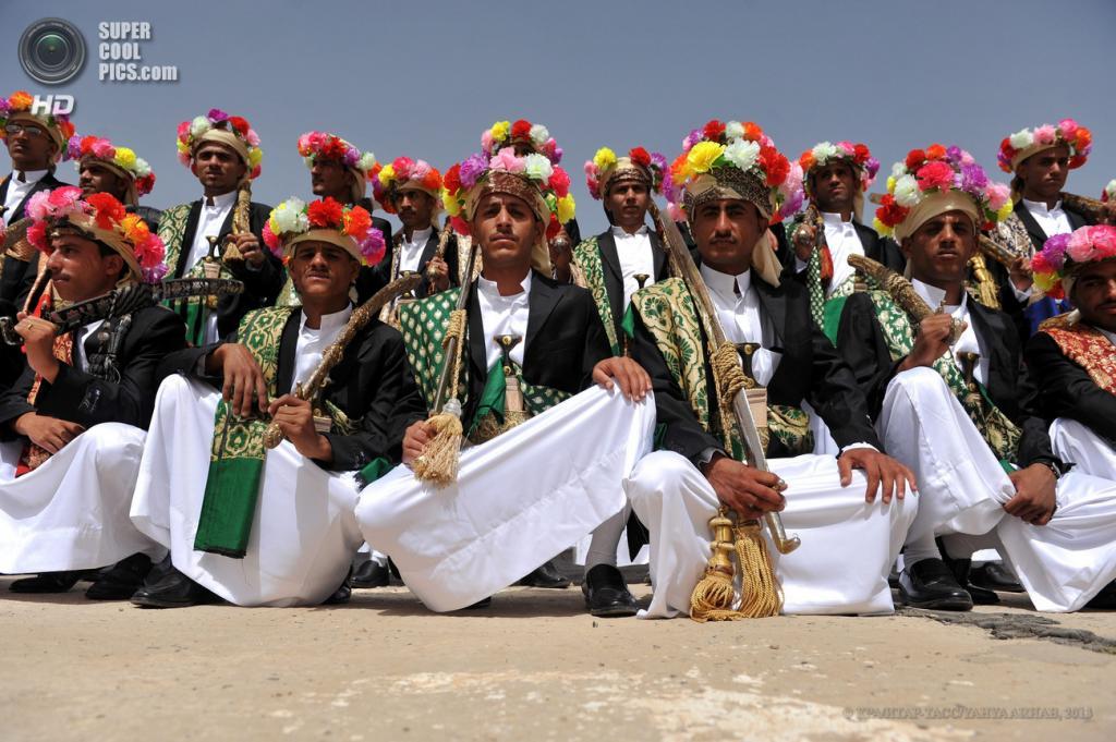 Массовая церемония бракосочетания в Йемене (8 фото)