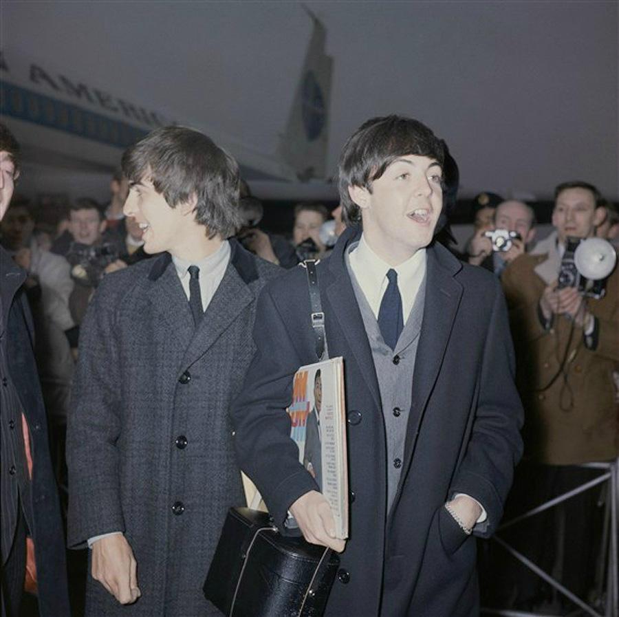 Перебрав несколько названий, они остановились на The Beatles и отправились в турне по мере роста сво