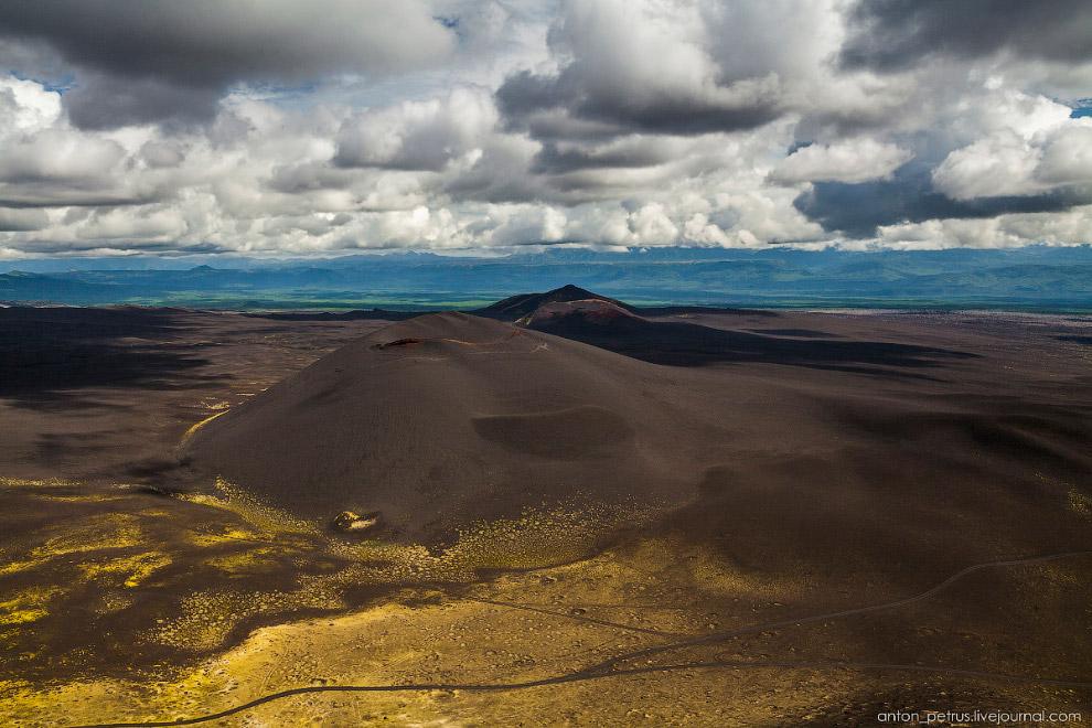 3. Большое трещинное Толбачинское извержение проходило в два этапа — сначала Северный, затем Юж