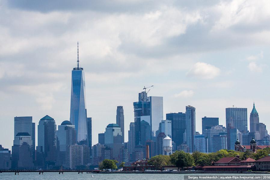 4. Взгляд на Нижний Манхетен от мемориала жертвам 11 сентября.