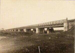 Общий вид разрушенного моста через реку Дунаец.