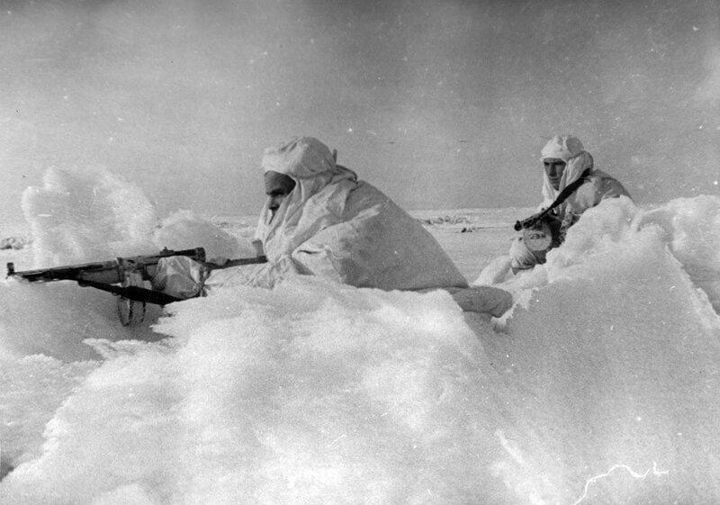 Бойцы ледовой обороны Кронштадта в дозоре