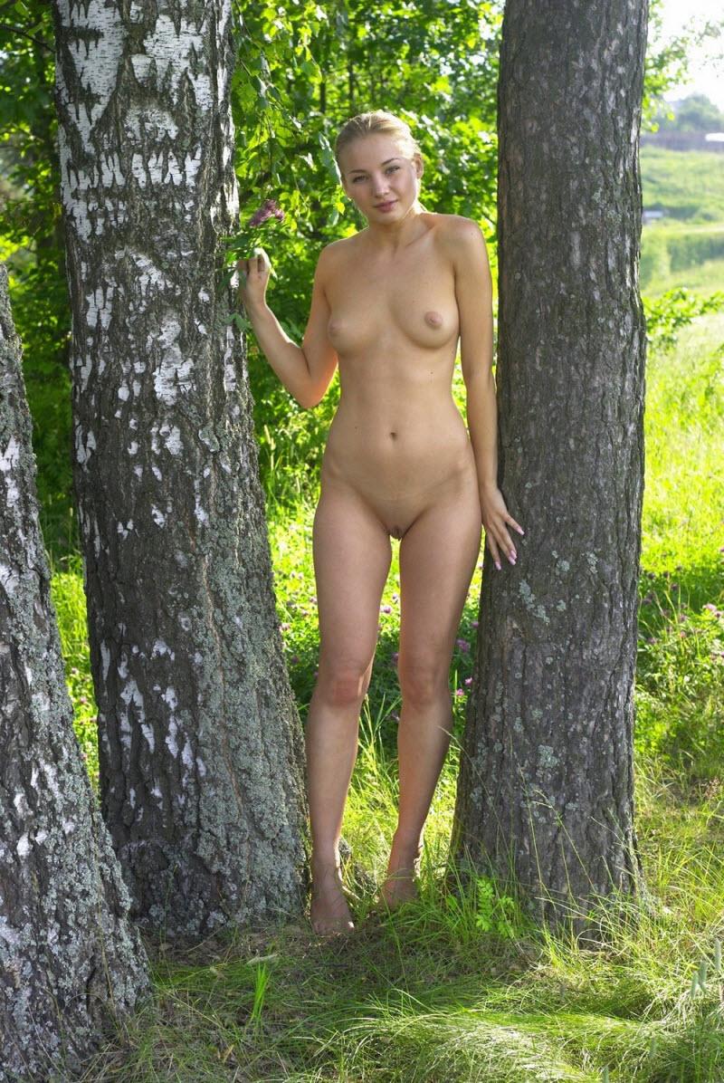 Везде голые дечонки мерещатся