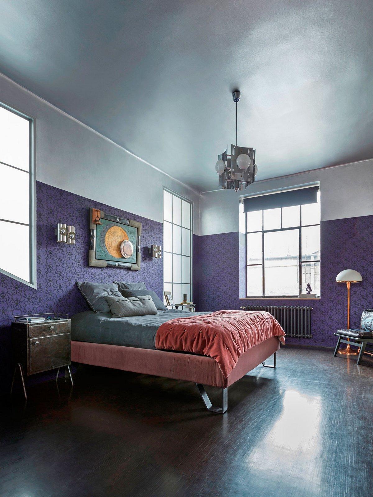 Яркое оформление спальни