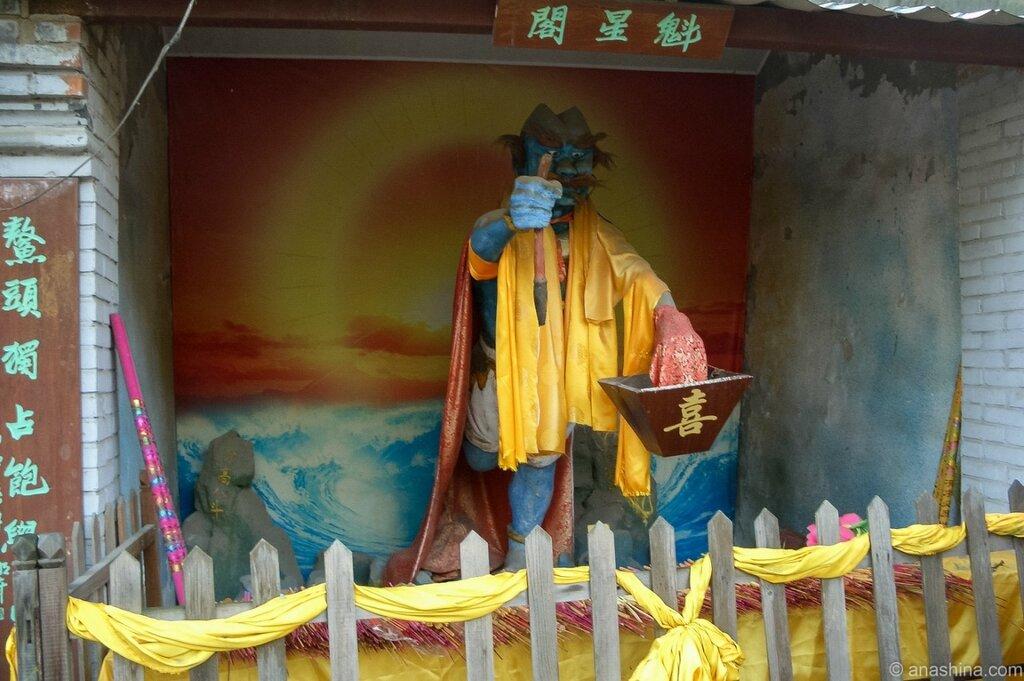 Павильон со статуей Куйсин -покровителя экзаменов и образования
