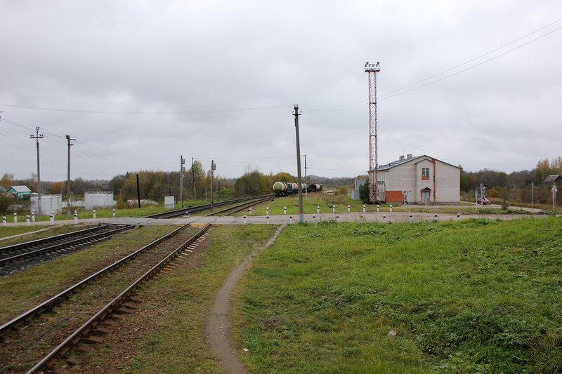 Пост ЭЦ станции Себеж в западной горловине. Переезд. Вид на Латвию.
