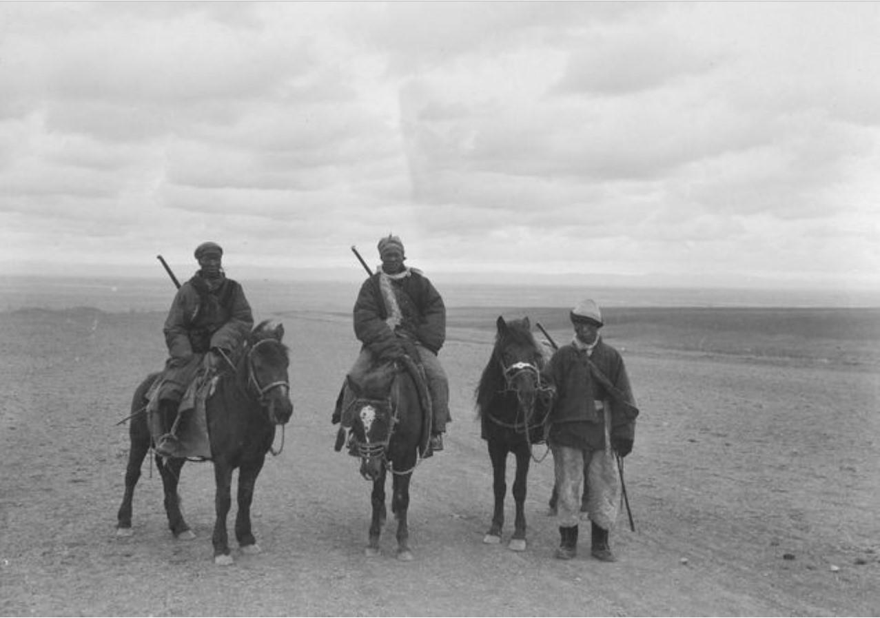 Охрана экспедиции Маннергейма (китайские солдаты) между Курой и Кульджаном