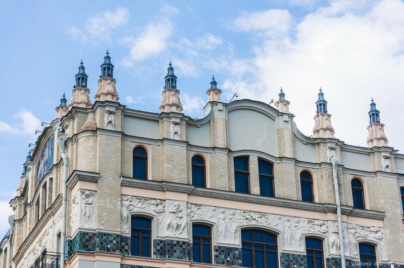 Скульптурный фриз «Времена года», опоясывающий здание гостиницы «Метрополь». Южная сторона здания. Николай Андреев.