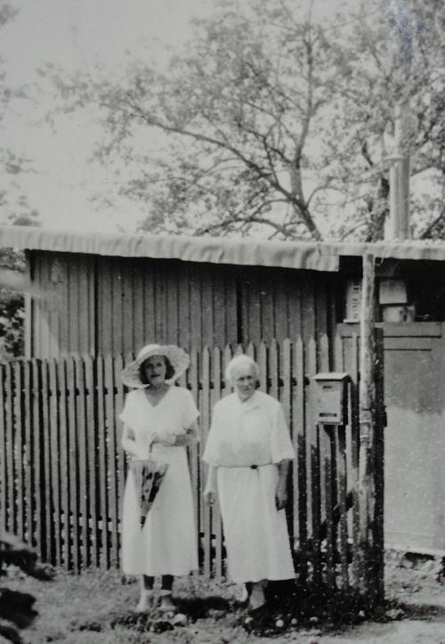 1949. Анастасия с Адель фон Хильдебрандт