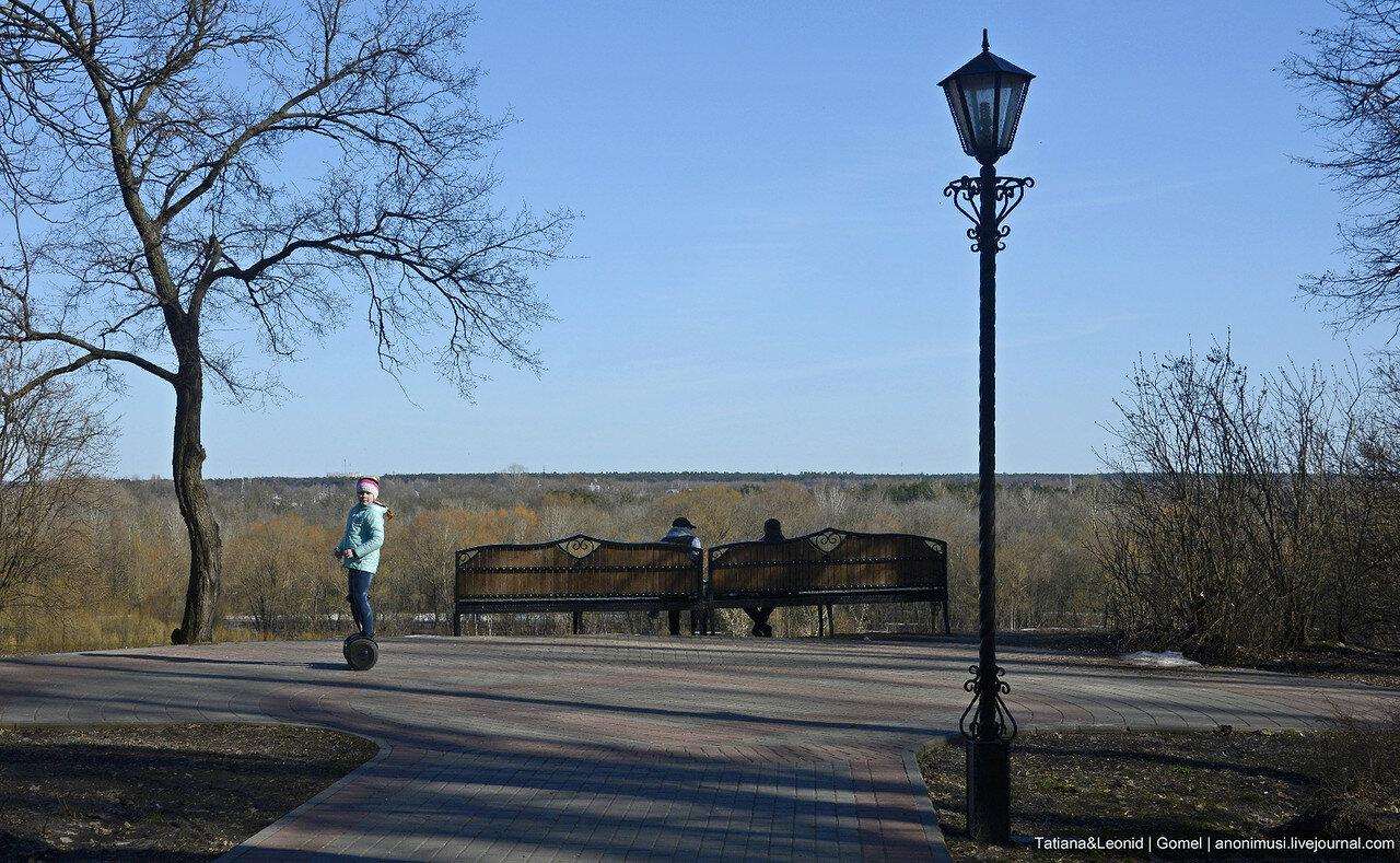 Прогулка по парку весной. Гомель