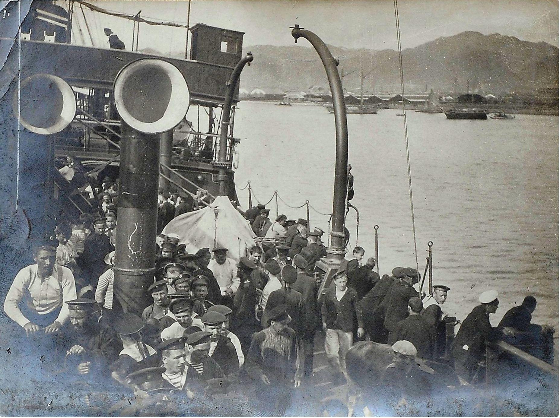 Возвращение экипажей русских моряков из японского плена