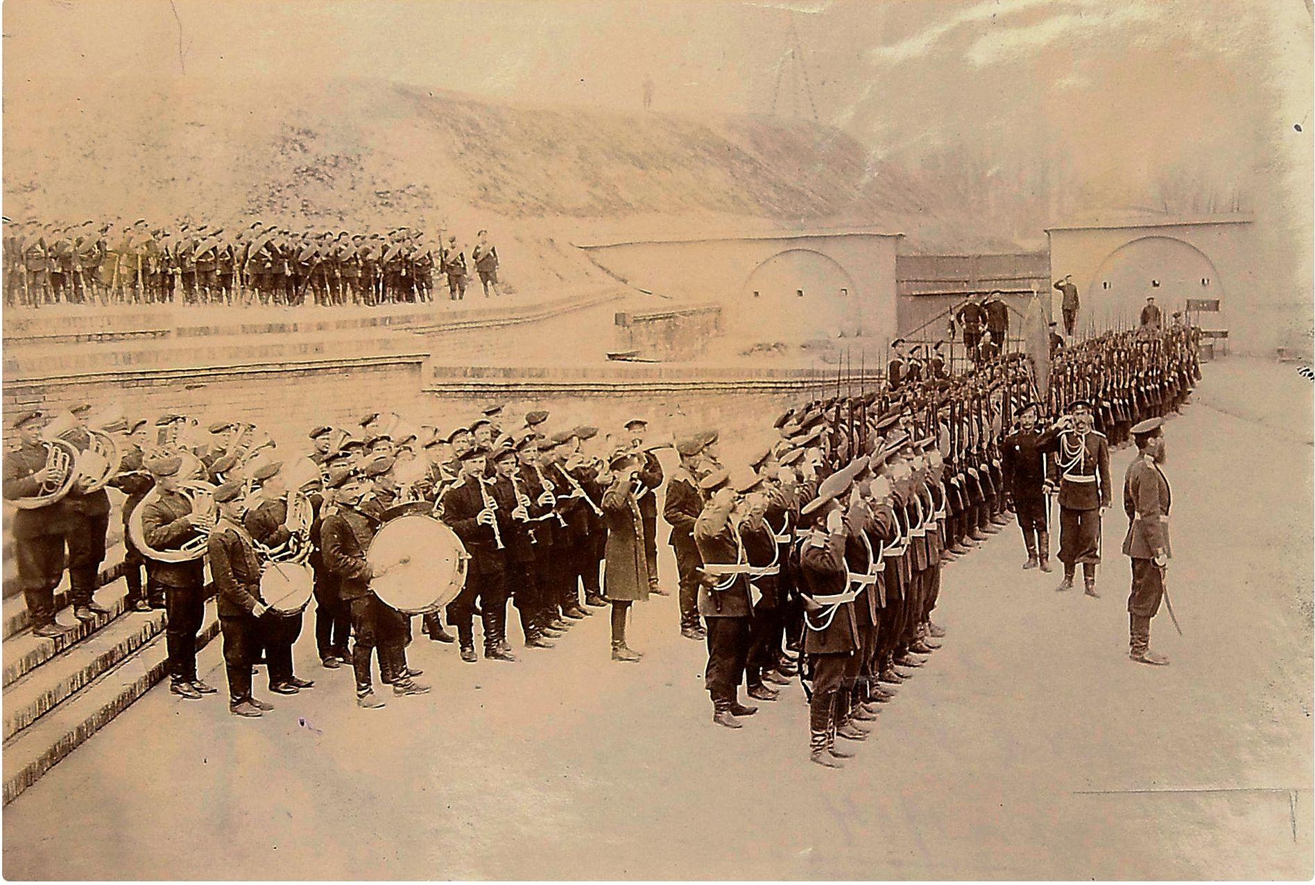 Фото торжественного построения войск Владивостокской крепости, март 1904