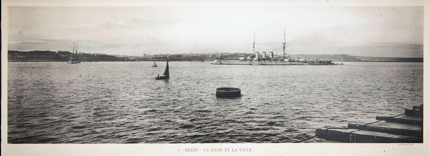 Фототипия флагмана Балтийского флота броненосного крейскра «Рюрик» на рейде города Брест.