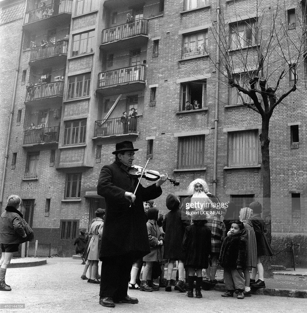 1952. Санта-Клаус и скрипач. Париж, декабрь