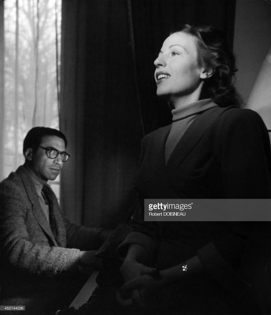 Французская актриса и певица Жермен Монтеро и венгерско-французский композитор Жозеф Косма