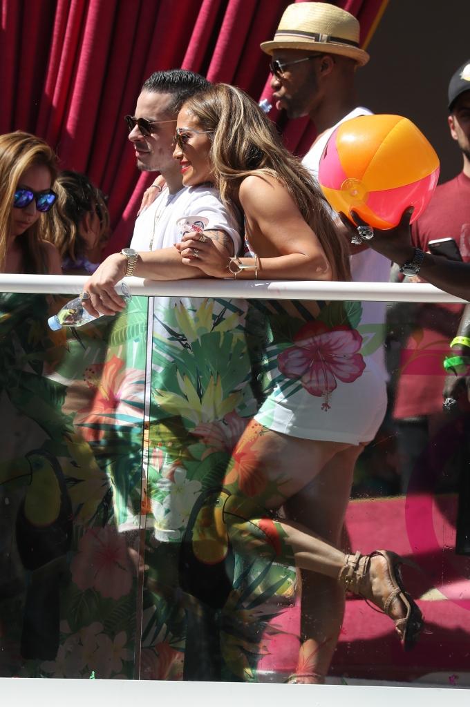 Jennifer Lopez Hosts at Drais Beach Club 290516 02