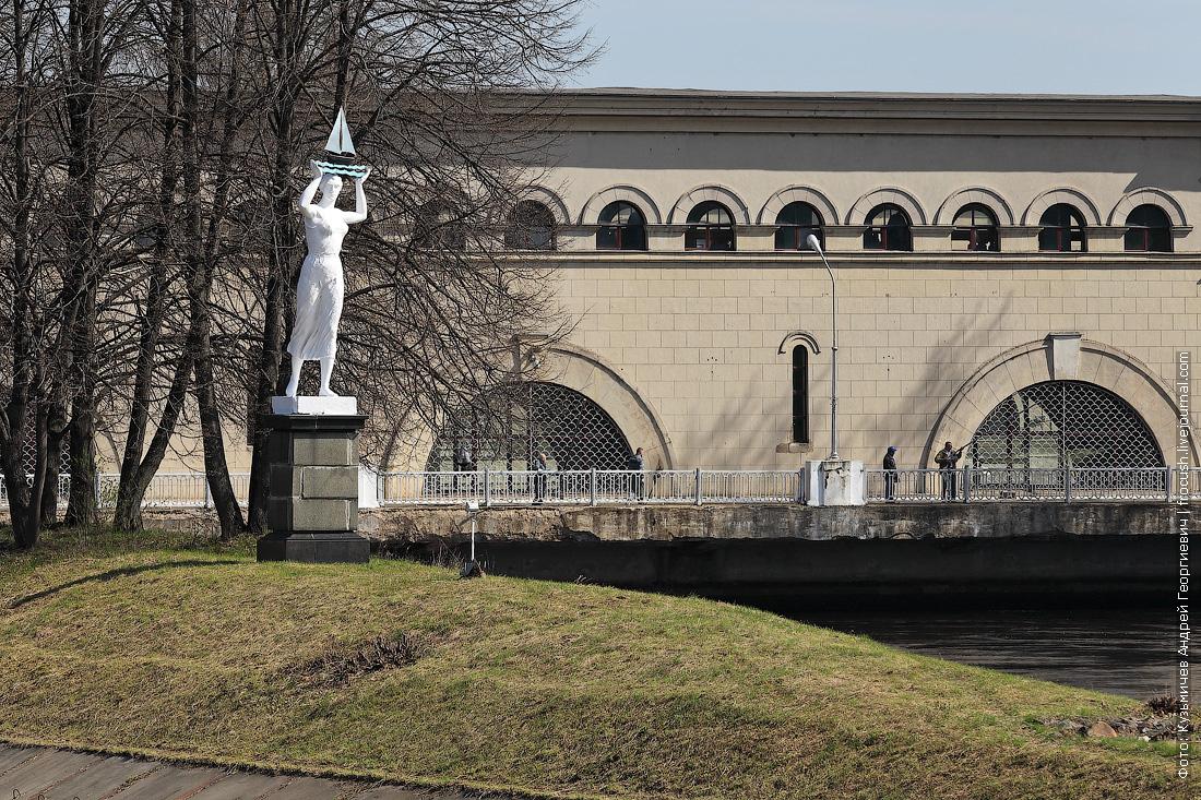 скульптура девушка с корабликом шлюз №5 канала имени Москвы