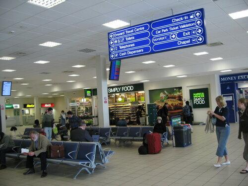 Британский аэропорт Лондон-Сити прекратил работу из-за протестов