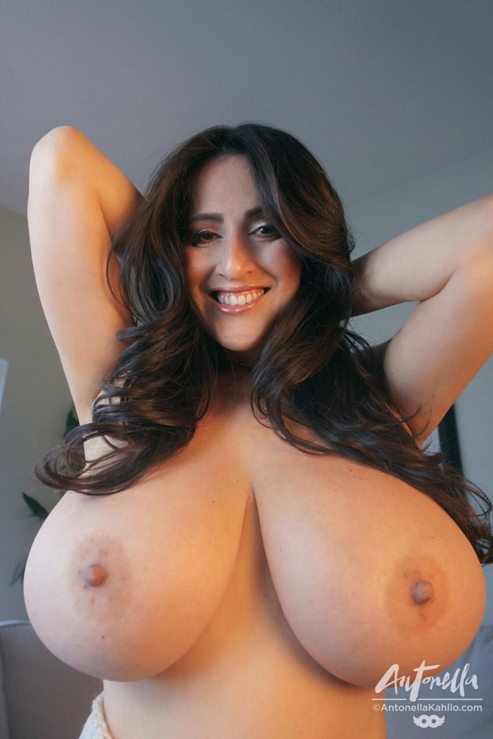 пышная грудь доики