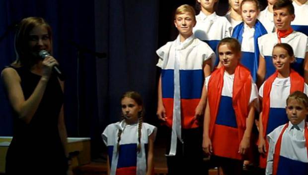 Высокодуховные скрепи: Новосибирских школьников заставили петь «Владимирский централ»