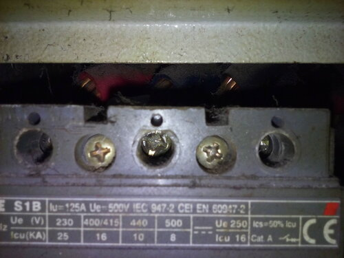 Срочный вызов электрика аварийной службы по причине отсутствия электричества в ресторане